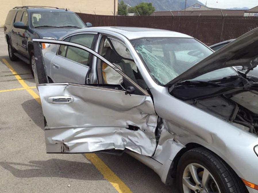 """Bảo hiểm thân vỏ xe ô tô là gì? Kinh  nghiệm sử dụng """"hời"""" nhất"""