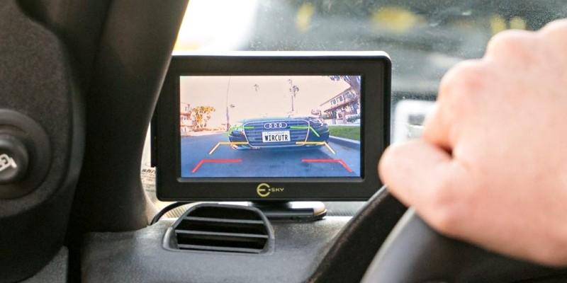Camera lùi ô tô là gì? Có nên lắp camera lùi cho ô tô không?