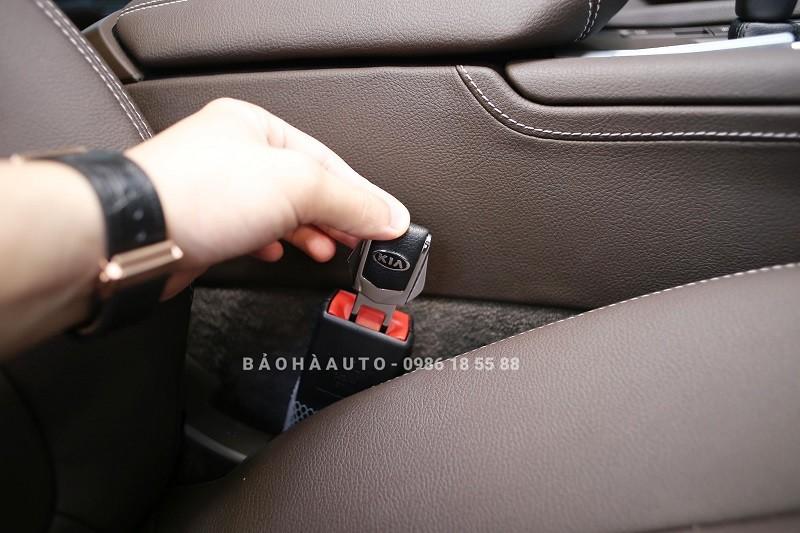 Chốt ngắt chuông cảnh báo dây bảo hiểm ô tô