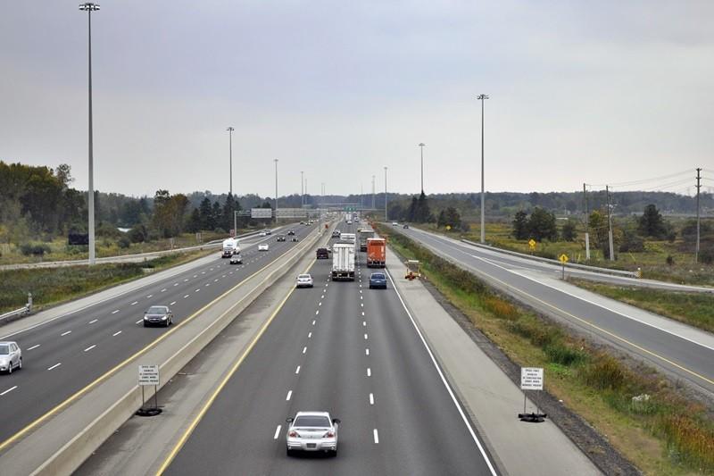 Lùi xe trên đường cao tốc phạt bao nhiêu tiền